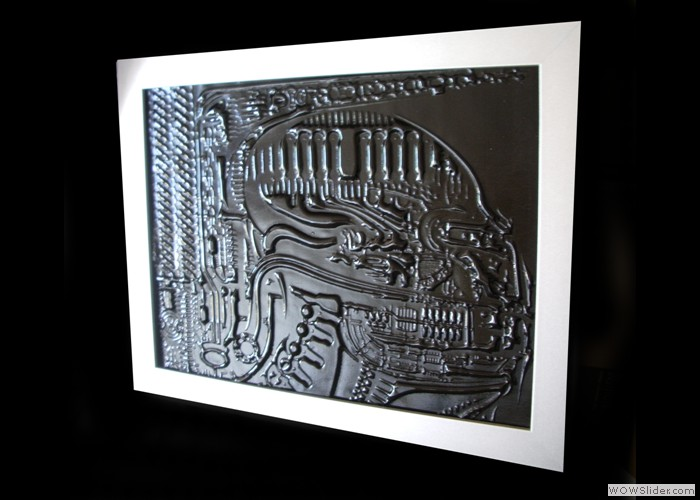 Blk Glass Embossed Alien Art